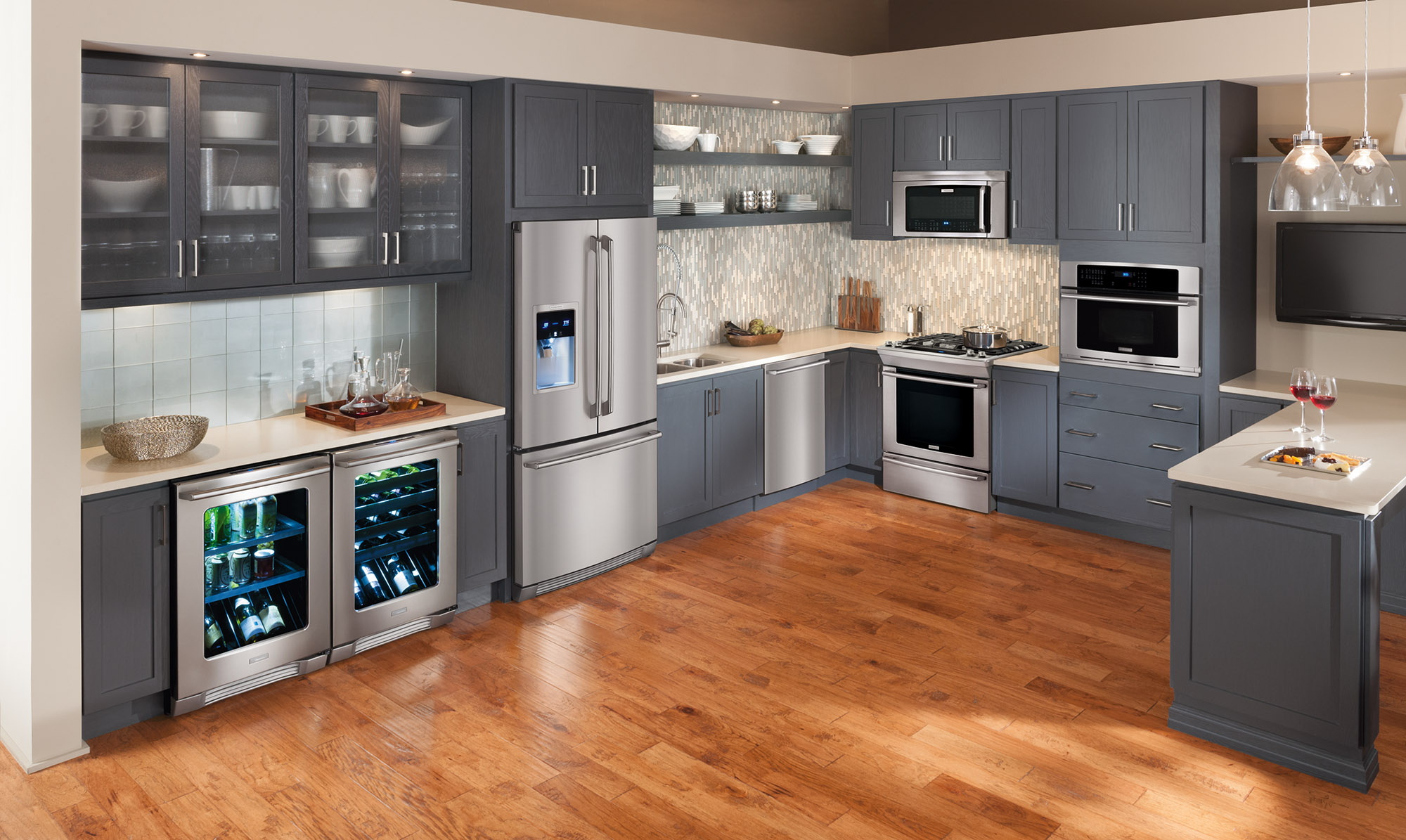 did you know that the colors in your kitchen affect your mood and appetite now that appliances are available in a variety of colors you have to choose - Kcheninnovationen 2015