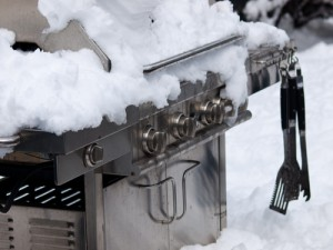 Grill-in-snow-147271397